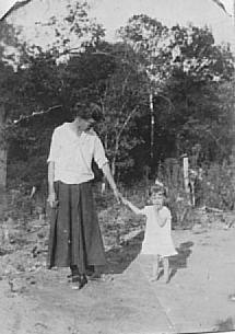 Mary Etter Quarles & a young Beatrice Quarles.